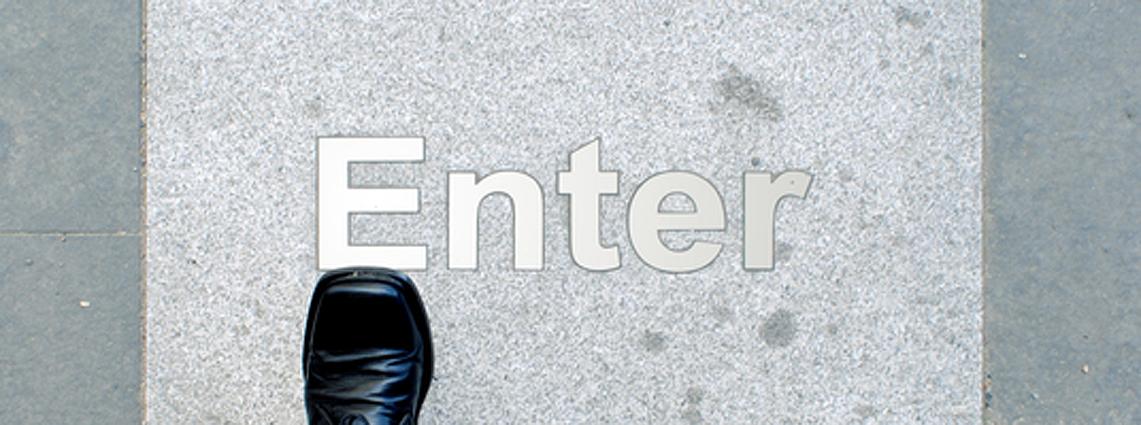 20110228_StrategyCorner_Bruce_Die fünf strategischen Optionen zur Integration von Social Media